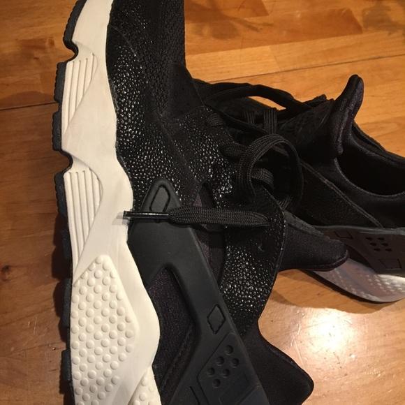 official photos 24564 87925 Nike Women s Air Huarache Run SE Running Shoes. M 5ac18f8a8290af40c92fc9dd